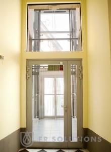 przeszklone drzwi z profili stalowych