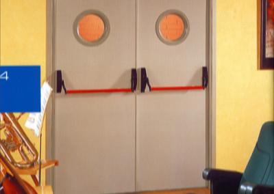 drzwi-stalowe-okienko